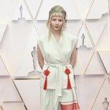 Aurora posa en la alfombra roja de los Oscar 2020