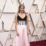 Laura Dern posa en la alfombra roja de los Oscar 2020