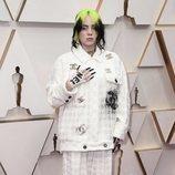 Billie Eilish posa en la alfombra roja de los Oscar 2020