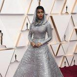 Janelle Monae posa en la alfombra roja de los Oscar 2020