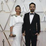 Vanessa Nadal y Lin-Manuel Miranda posan en la alfombra roja de los Oscar 2020