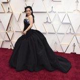Kelly Marie Tran posa en la alfombra roja de los Oscar 2020