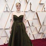 Greta Gerwig posa en la alfombra roja de los Oscar 2020