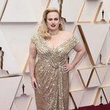 Rebel Wilson posa en la alfombra roja de los Oscar 2020
