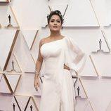Salma Hayek posa en la alfombra roja de los Oscar 2020