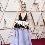 Saoirse Ronan posa en la alfombra roja de los Oscar 2020