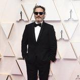 Joaquin Phoenix posa en la alfombra roja de los Oscar 2020