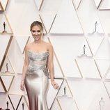 Scarlett Johansson posa en la alfombra roja de los Oscar 2020