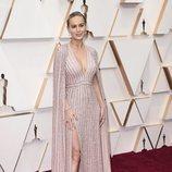 Brie Larson posa en la alfombra roja de los Oscar 2020