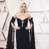 Margot Robbie posa en la alfombra roja de los Oscar 2020