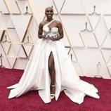 Cynthia Erivo posa en la alfombra roja de los Oscar 2020