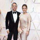 Tom Hanks y Rita Wilson posan en la alfombra roja de los Oscar 2020