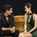 Gianmarco y Adara conversan en el sofá de 'El tiempo del descuento' en la Gala 5