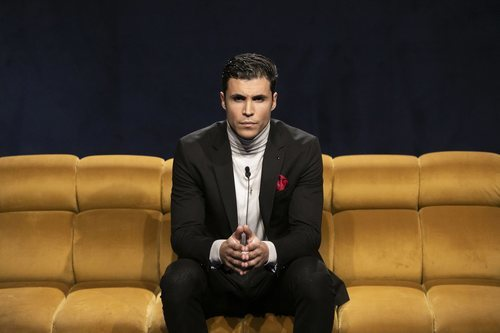 Kiko Jiménez, sentado en la Gala 5 de 'El tiempo del descuento'