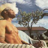 Rubén, soltero de 'La isla de las tentaciones', toma el sol desnudo