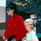 Michael Jackson y Macaulay Culkin en Disneyland