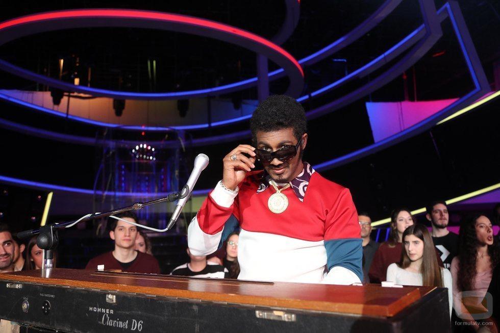 Jorge González imita a Stevie Wonder en la Gala 6 de 'Tu cara me suena 8'