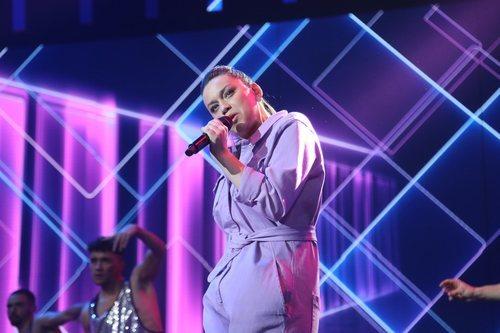 """Eva interpretando """"I follow rivers"""" en al Gala 5 de 'OT 2020'"""