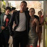Yeray y Carla en una fiesta de la temporada 3 de 'Élite'