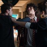 Polo, Valerio y Rebeca en una pelea de la temporada 3 de 'Élite'