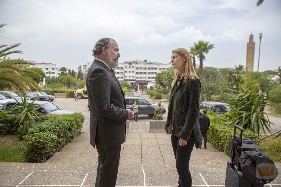 Saul (Mandy Patinkin) y Carrie (Claire Danes) en la octava temporada de 'Homeland'