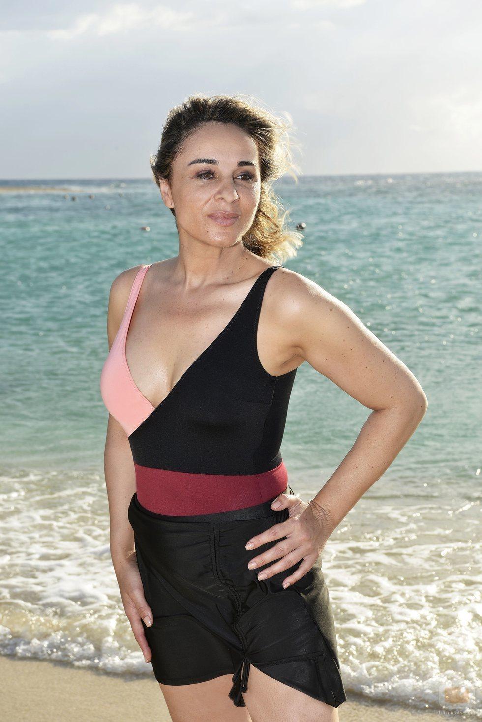 Ana María Aldón, concursante de 'Supervivientes 2020', posa en la playa de Honduras