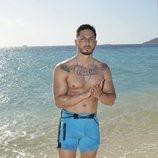 Nyno posa con el torso desnudo en la playa de 'Supervivientes 2020'