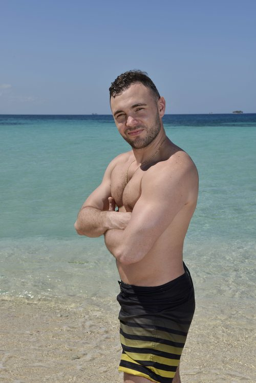 Cristian Suescun, concursante de 'Supervivientes 2020', luce cuerpo en bañador