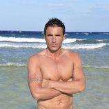 Hugo Sierra, de 'Supervivientes 2020', posa en bañador desde la playa de Honduras