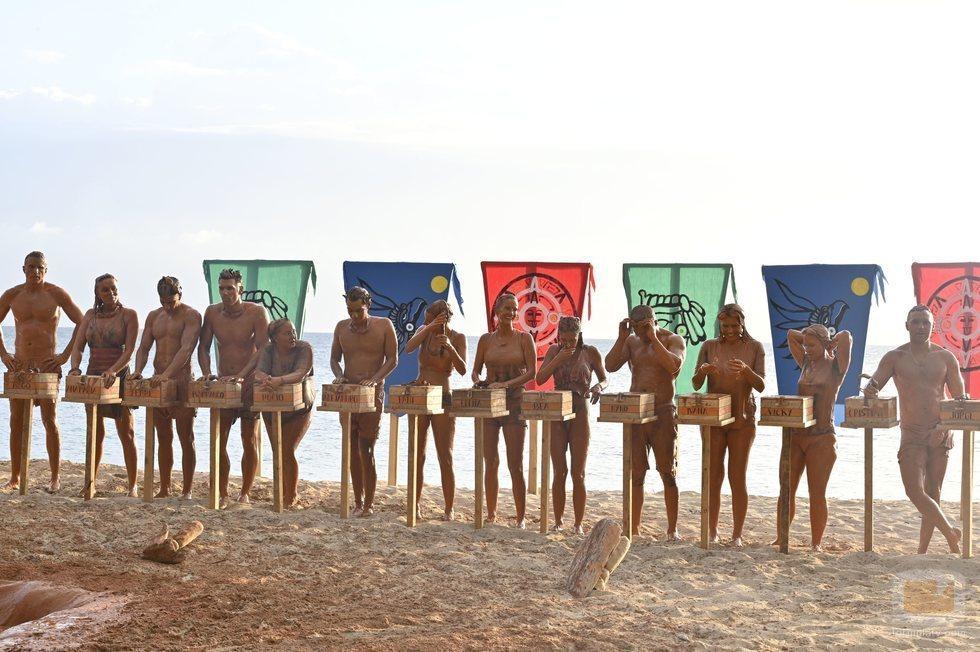Los concursantes de 'Supervivientes 2020' en una prueba de la Gala 1