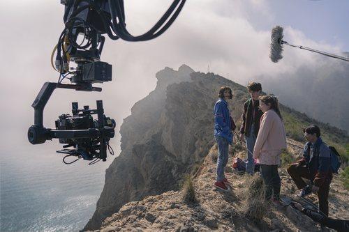 Rodaje de 'Paraíso', serie de Movistar+, en un acantilado