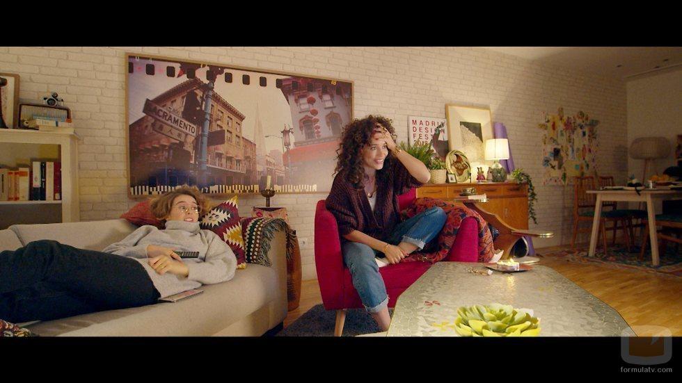 Luisita y Amelia ven 'Amar eternamente' en el 1x03 de '#Luimelia'
