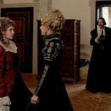 Carolina e Irene Larra en la cuarta temporada de 'El Ministerio del Tiempo'