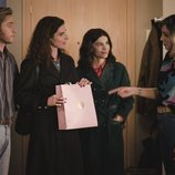 Belén e Inés cenan en casa de Toni y Debora en el 20x19 de 'Cuéntame cómo pasó'