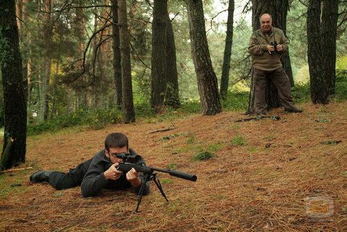El francotirador ensaya en 'Una bala para el Rey'