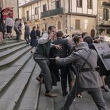 La Policía Armada carga contra la gente en 'La línea invisible'