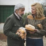 Antonio y Mercedes en Sagrillas en el capítulo 20x20 de 'Cuéntame cómo pasó'