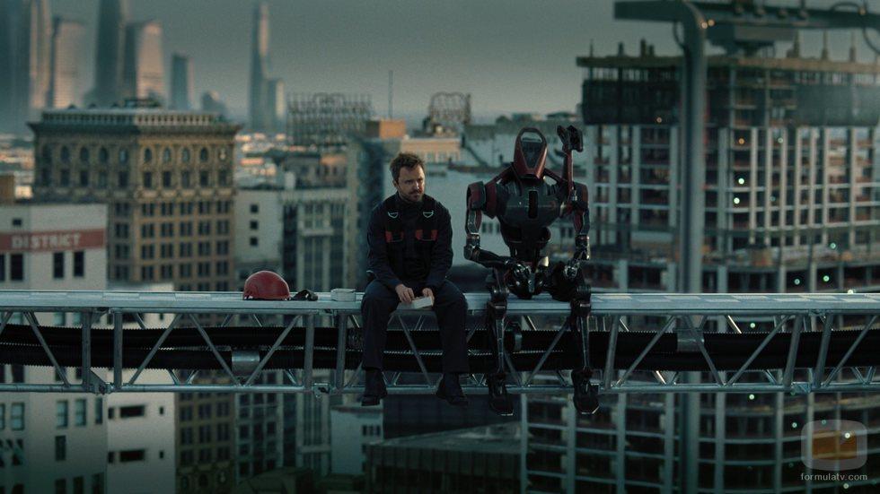 Caleb y su compañero George en la tercera temporada de 'Westworld'