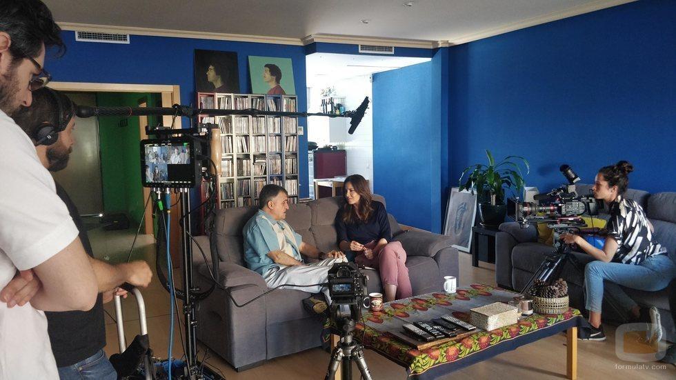 El Gran Wyoming y Mamen Mendizábal en el rodaje de 'Palo y astilla'