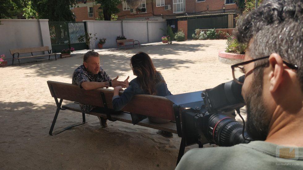 Alberto Chicote y Mamen Mendizábal en el rodaje de 'Palo y astilla'