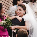 Paquita y Antonio se abrazan en la temporada 20 de 'Cuéntame cómo pasó'