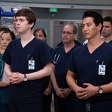 Shaun y Park, atentos en la tercera temporada de 'The Good Doctor'