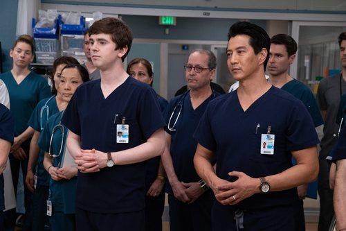 Shaun y Park, atentos en la tercera temporada de 'The Good Doctor'