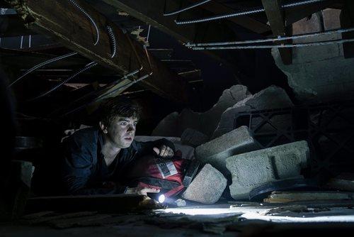 Shaun, entre escombros en el final de la tercera temporada de 'The Good Doctor'