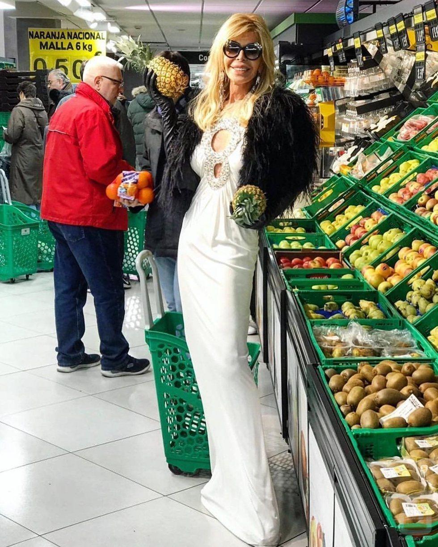 Bibiana Fernández hace la compra en Mercadona muy elegante