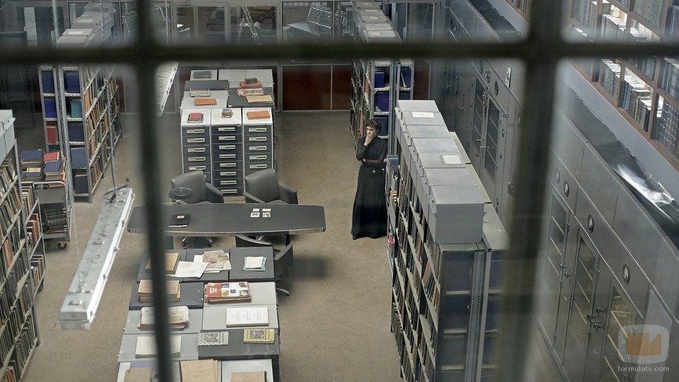 Amelia en el archivo histórico de 'El Ministerio del Tiempo' en la cuarta temporada