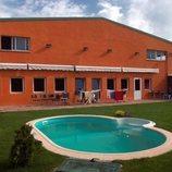 El jardín y piscina de la casa de 'GH 1'