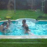 Los concursantes de 'GH 1' se bañan en la piscina