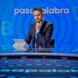Roberto Leal posa en el plató de 'Pasapalabra' en Atresmedia