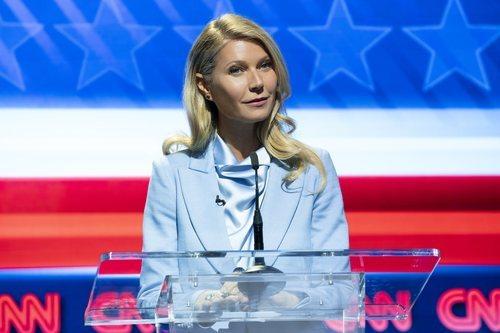 Georgina en un debate de CNN en la segunda temporada de 'The Politician'